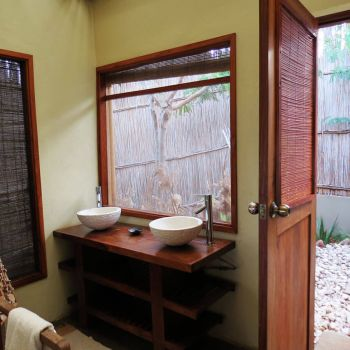 Naara Eco-Lodge Bathroom 1