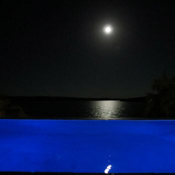 Naara Eco-Lodge Infinity Pool and Moon