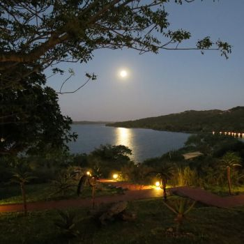 Naara Eco-Lodge Moon Rising